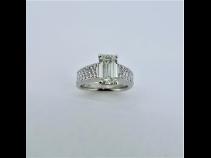PTダイヤモンド(中石2.039ct.VLGY.SI2.脇石0.59ct)リング